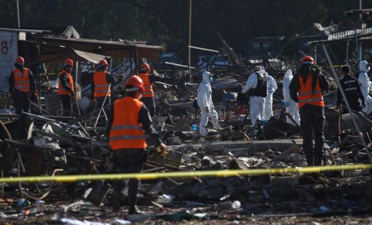 Suman 42 muertos por explosión de Tultepec