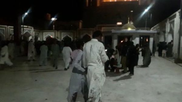 Mueren 75 por ataque suicida en Pakistán