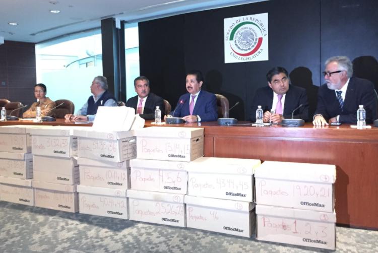 CNTE entrega proyecto contra reforma educativa