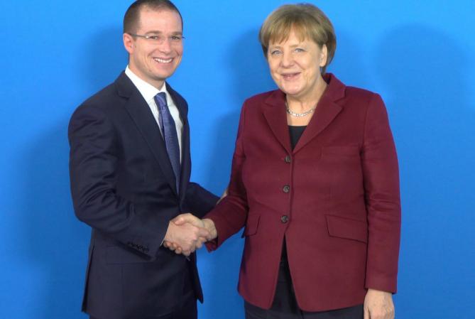 Anaya y Merkel coinciden en comercio justo
