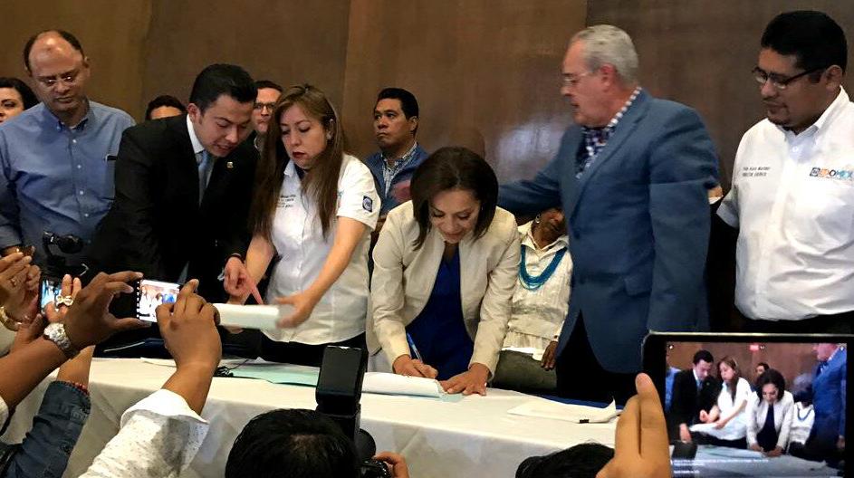 Josefina se registra al gobierno del Edomex