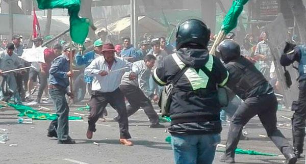 23 heridos deja marcha y riña en Reforma
