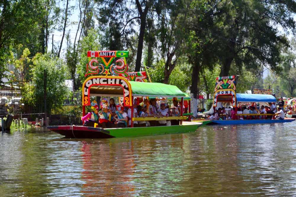 Tapan grieta y reabren canal de Xochimilco