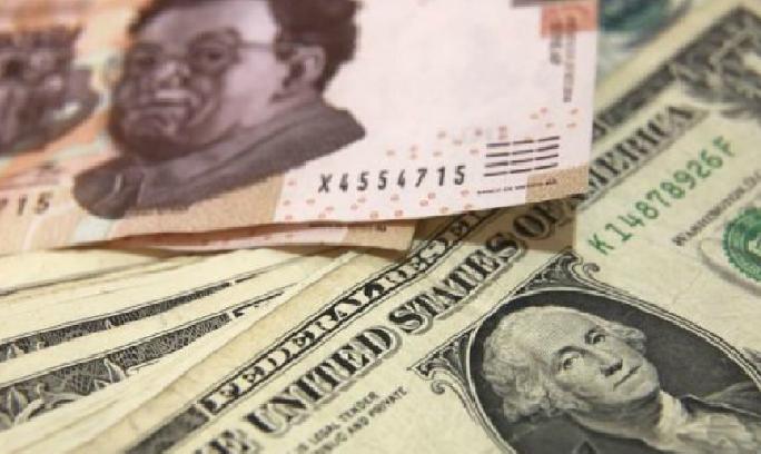 Peso se recupera; dólar bancario cierra en $19.35