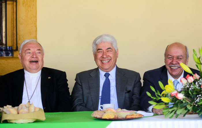 Festeja Sandoval Íñiguez sus 84 años