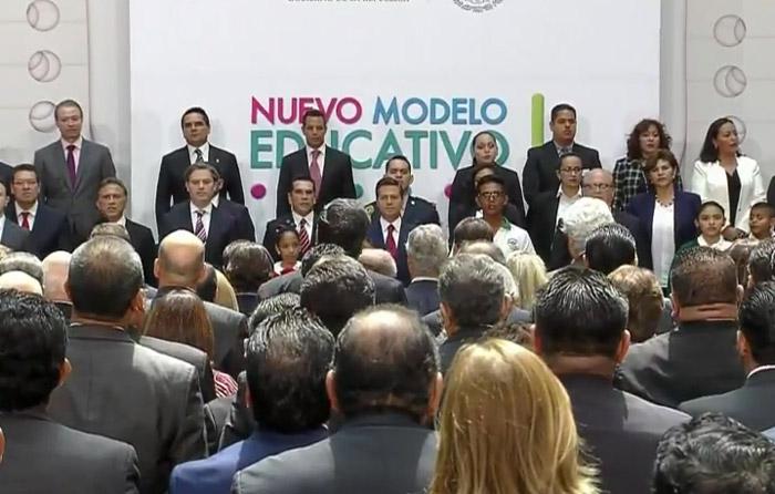 EPN pide sumarse a la revolución educativa