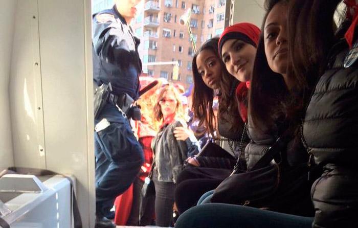 """EU vive """"día sin mujeres""""; hay arrestos en NY"""