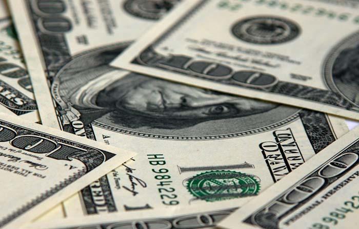 Dólar se recupera respecto a su jornada previa, cierra en 18.05 pesos
