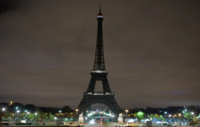 Apagan Torre Eiffel por ataque en Londres