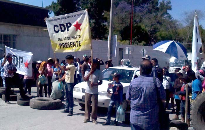 Oaxaca en caos, normalistas bloquean centros comerciales