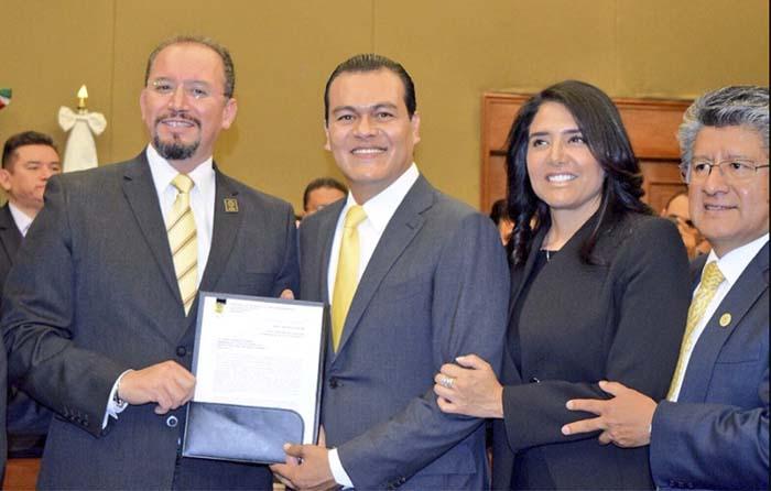 Juan Zepeda registra candidatura al gobierno del Edomex