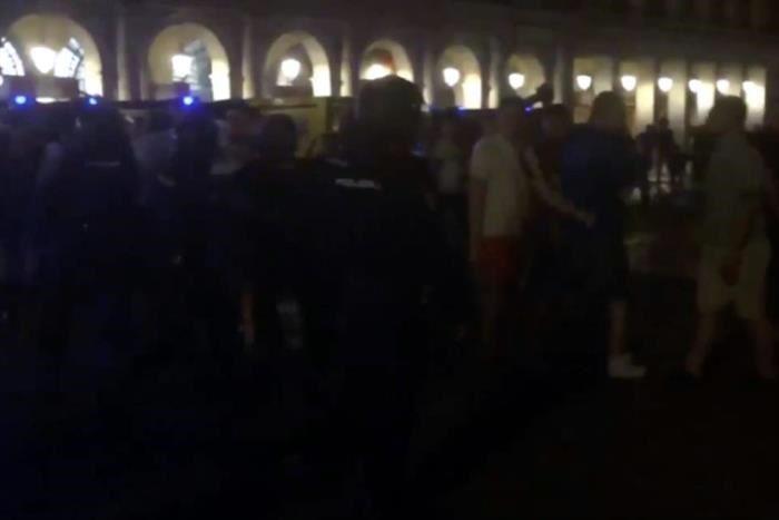 Chocan fans de Leicester y policía en Madrid