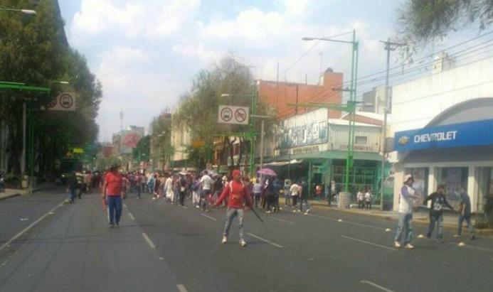 Gresca entre 'villistas' y policía deja 11 heridos