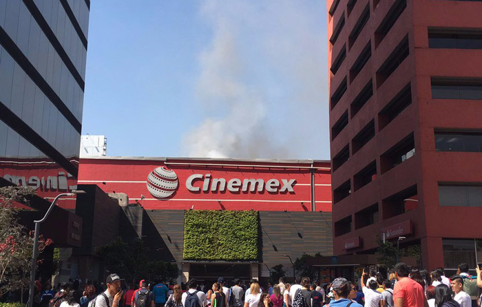 Se incendia Cinemex en Plaza Galerias