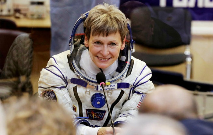 Trump felicita a astronauta por batir récord