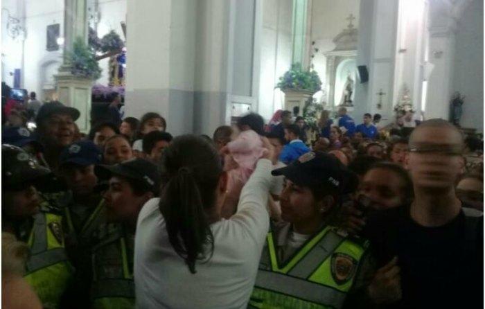 Misa en Caracas termina con cardenal golpeado