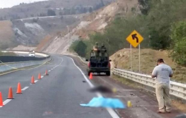 Hallan 3 cuerpos en autopista de Chilpancingo