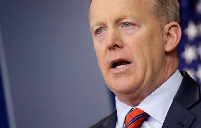 Spicer se disculpa por dichos sobre Hitler