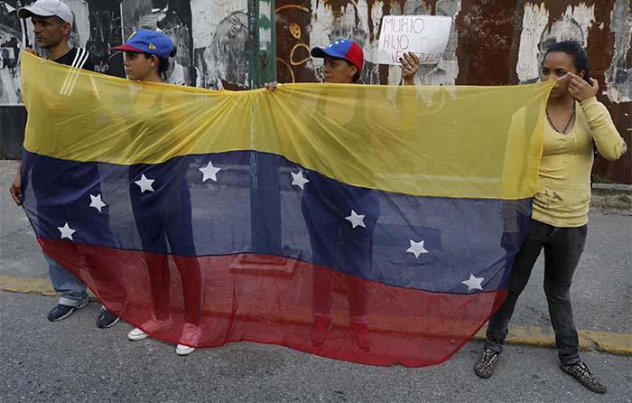 Celebra Maduro salida de Venezuela de la OEA