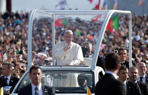 Francisco llega a Fátima para canonizar a pastorcitos