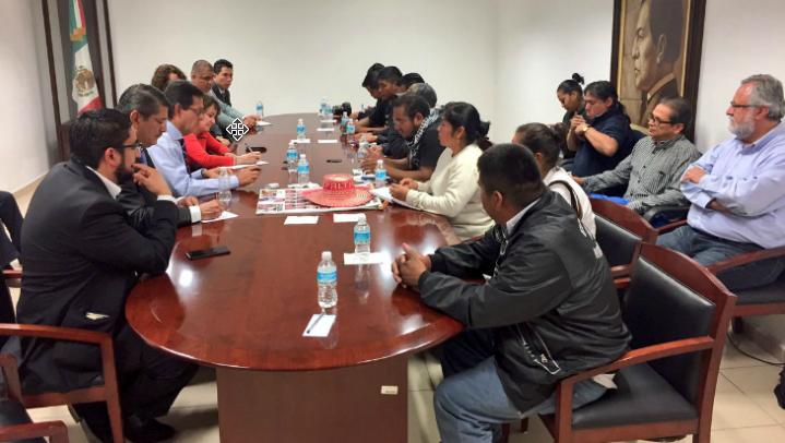 Padres de 43 ven como avance reunión con Campa