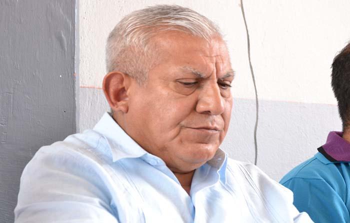 Renuncia director de normal de Ayotzinapa