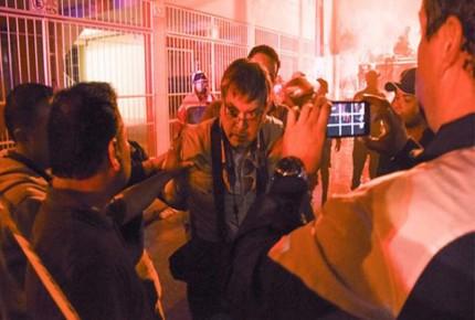 Arrestan y agreden a fotoperiodista de Xalapa