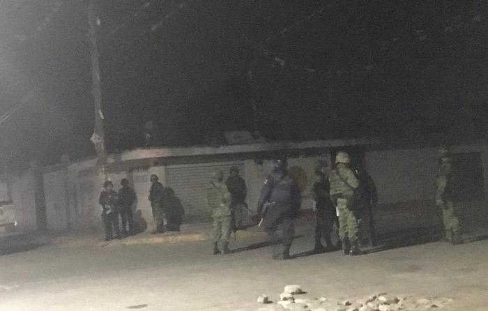 Chocan huachicoleros y soldados; 10 muertos