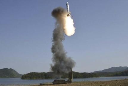 Norcorea lanza misil, cae en mar de Japón