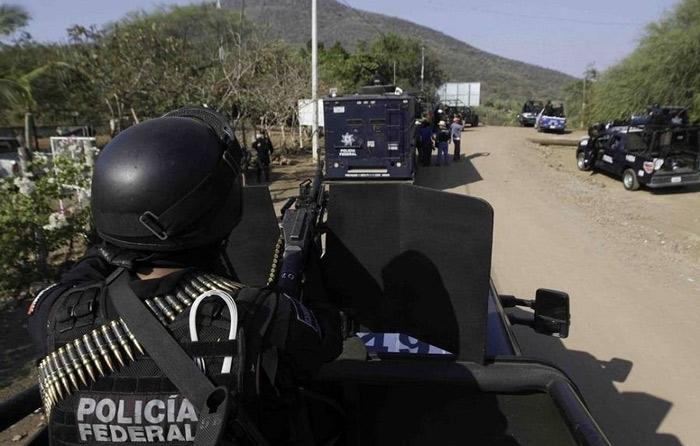 Civiles armados intentan recuperar pipa