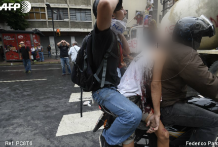 Venezuela: Gobierno defiende a militares; muere otro joven