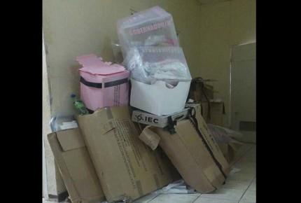 Hallan urnas en basura de la PGJE de Acuña
