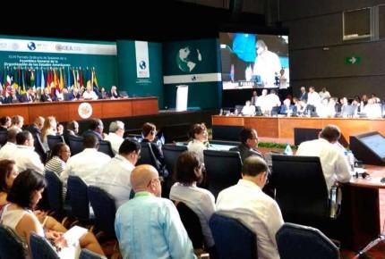 Venezuela vuelve a mesa de OEA; exige justicia por los 43
