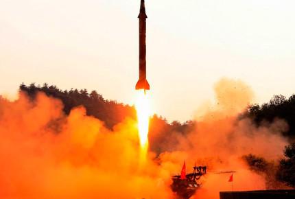 Norcorea lanza misiles al Mar de Japón