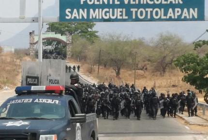 Emboscan y matan a 4 agentes de PGR en Tierra Caliente