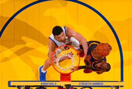Warriors aplastan a Cavaliers en playoffs