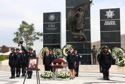 Sales encabeza homenaje de mandos asesinados en Veracruz