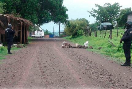 Caen 7 sujetos en Ajuchitlán con AK-47 y AR-15