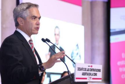 Mancera lanza crítica (por primera vez) a AMLO y Ebrard