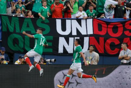 México debuta y arrolla a El Salvador, 3-1