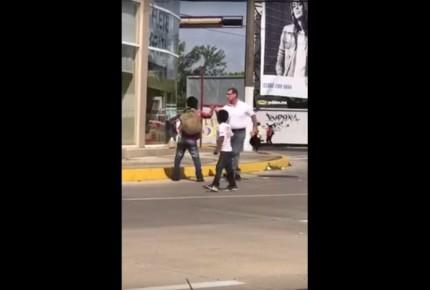 Funcionario de Coatzacoalcos agrede a niños en la calle