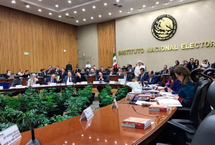 "Presidencia impugna acuerdo de ""cancha pareja"" de INE"