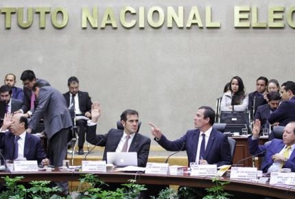 INE alista  multas por más de 676 mdp por rebase de topes de campaña