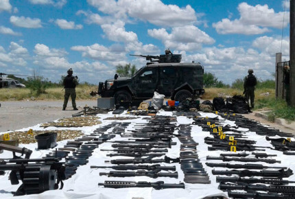 Decomisa arsenal con más de 90 rifles de asalto en Nuevo Laredo
