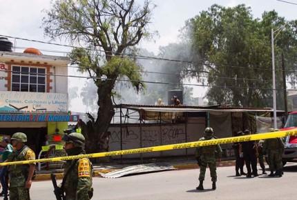 Explota bodega clandestina de pirotecnia en Tultepec