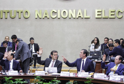INE analiza rebase en topes en comicios de Coahuila, Edomex y Nayarit