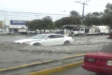 Se inunda la Vía López Portillo, suspenden servicio de Mexibús L2