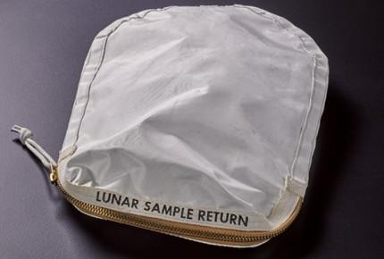 'Souvenirs' lunares de Armstrong vendidos por... ¡1.8 mdd!