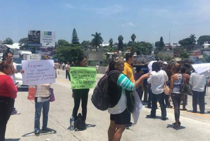 Vecinos de Chipitlán exigen cese de obras en Paso Exprés