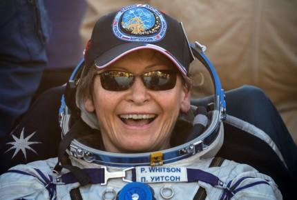 Astronauta Peggy Whitson regresa a la Tierra e impone récord